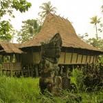 Jirka Hruška - male sundy - Megality a tradiční dům na Niasu