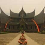 Jirka Hruška - male sundy - Palác Pagaruyung v kraji Minangkabau na Sumatře