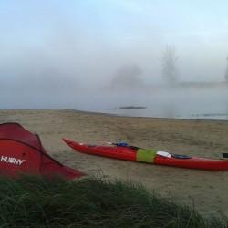Zdenek Lycka - na kajaku do severniho more - mlha