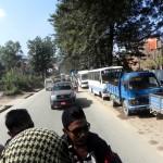 TOMAS BERANEK - NEPAL - Dlouhé_fronty_k_benzinkám