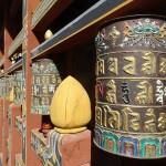 Kristýna Tronečková - bhutan - modlitební mlýnky v chrámu