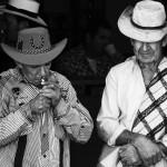 Concepcion, Antioquia, Kolumbie Připálení cigarety Black & White do tisku