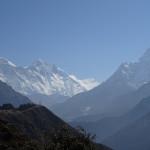 Veronika Marcikova - everest - Aklimatizační trek z Namche Bazar - pohled na Everest (vlevo) a Ama Dablam (vpravo)