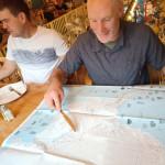 02 Keith nás seznamuje s Antarktidou, ještě v příjemné atmosféře restaurace v Punta Arenas - Foto Martin Chvoj